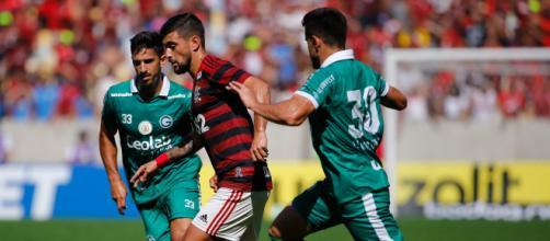 Flamengo e Goiás vão se enfrentar nessa terça-feira (13), às 18h, pelo jogo atrasado da 11ª rodada do Brasileirão. (Arquivo Blasting News)