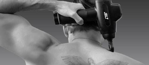 Le pistolet déjà approuvé par les masseurs kinésithérapeutes, est également validé par plus de 910 avis d'utilisateurs conquis, source : Jolt