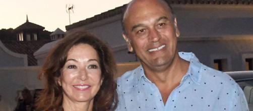 A pesar de estar imputado, el marido de Ana Rosa Quintana pudo viajar al Caribe.