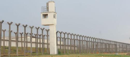 Dezessete presos fogem de penitenciária por buraco em cela. (Arquivo Blasting News/Penitenciária da Papuda)