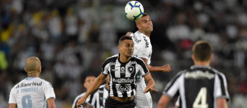 Grêmio e Botafogo se enfrentarão pela 16ª rodada do Campeonato Brasileiro. (Arquivo Blasting News)