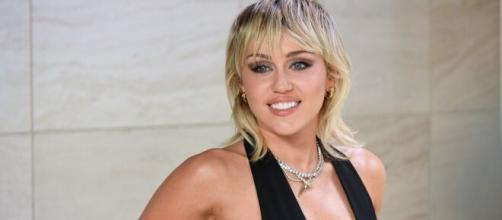 Miley Cyrus já admitiu ter vivido uma experiência de outro mundo. (Arquivo Blasting News)