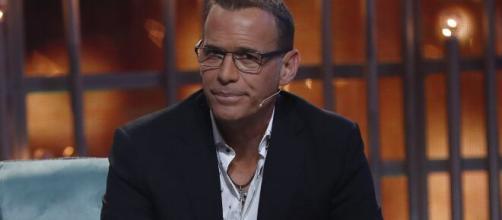 Carlos Lozano desmiente su romance y se declaró 'soltero y felíz'.