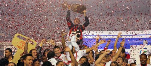 Em 2005, o São Paulo conquistava o tricampeonato da Libertadores. (Arquivo Blasting News)