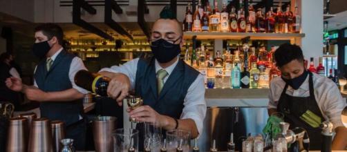 Los restaurantes y bares de España se han convertido en focos de contagio del COVID-19.