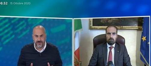 Scontro in tv sulle mascherine tra Paragone e Marattin.