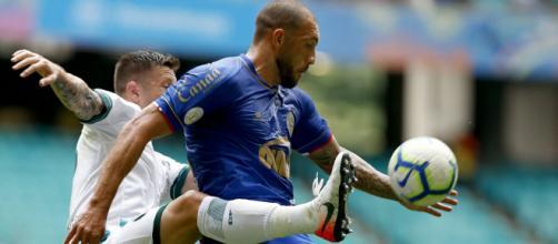 Na zona de rebaixamento do Campeonato Brasileiro, Goiás e Bahia se enfrentam as 20h, pela 16ª rodada. (Arquivo Blasting News)