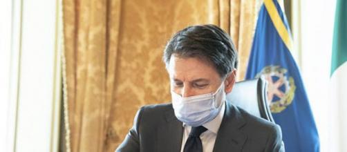 Giuseppe Conte si prepara a firmare un nuovo Dpcm.