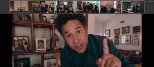 Oscar Nuñez está em um dos episódios de 'Distanciamento Social' da Netflix. (Reprodução/Netflix)