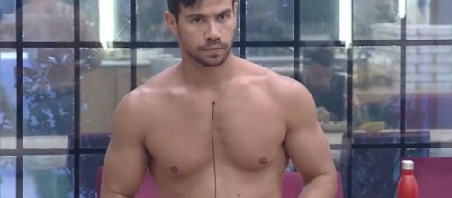 Mariano sofre descuido e deixa toalha cair. (Arquivo Blasting News)