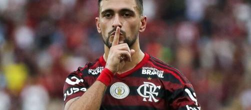 O meia uruguaio Arrascaeta, do Flamengo, é o estrangeiro mais valorizado do Brasileirão. (Arquivo Blasting News)