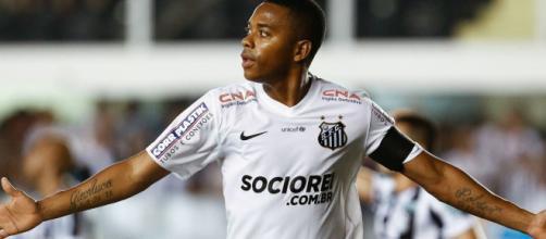 Robinho chegou a acertar retorno para o Santos, mas o acordo acabou cancelado. (Arquivo Blasting News)