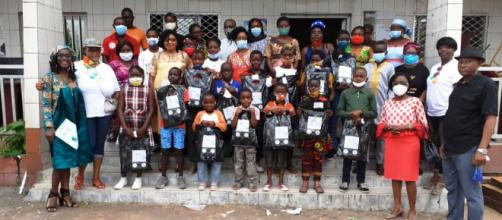 Distributuion de Kits Scolaires par l'association Child Safety Country à CAD 4 (c) CSC