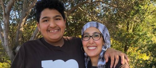 Feda e seu filho de 15 anos. (Reprodução/CBS)