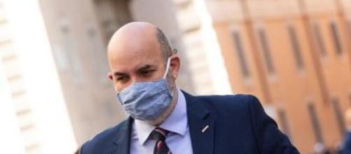 Vito Crimi, capo politico del M5s, annuncia l'inizio degli Stati Generali.