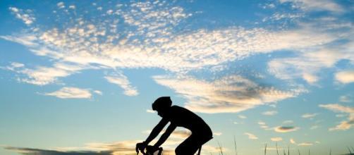 Ciclismo e infertilità, l'urologo Goumas mette in guardia sui rischi che si corrono.