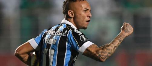 Everton Cebolinha se tornou uma das grandes vendas da Era Bolzan no Grêmio. (Arquivo Blasting News)