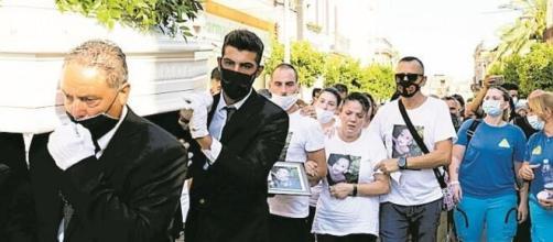 I funerali del piccolo Evan, il bambino di due anni deceduto a Rosolini il 17 agosto per le percosse subite.