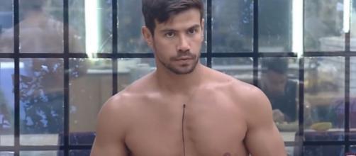 Mariano mostra demais em 'A Fazenda 12'. (Reprodução/Record TV)