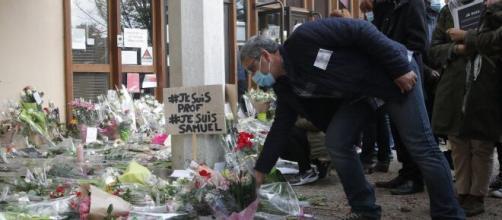 Rinden homenaje a profesor asesinado por terrorista islámico en Francia