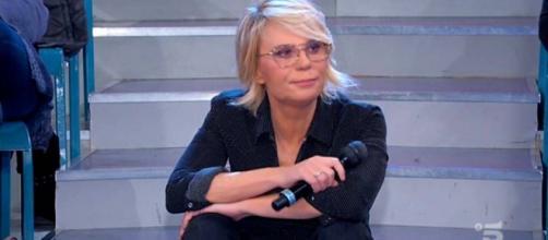 U&D, Maria De Filippi invita tronisti a non rincorrere le corteggiatrici: 'Basta teatrini'.