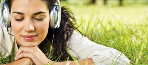 Escuchar música tiene grandes beneficios para la vida y la salud