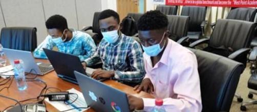 Les étudiants Camerounais finalistes du concours Huawei HTC Academy 2020 (c) Huawei Cameroun