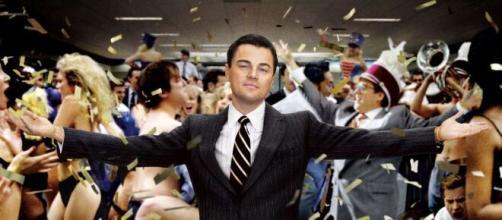 Lidar com dinheiro não é uma tarefa simples, vide o que acontece em 'O Lobo de Wall Street'. (Arquivo Blasting News)
