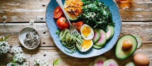 Mudar a alimentação é também mudar o estilo de vida. (Arquivo Blasting News)