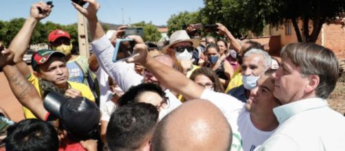 Bolsonaro com apoiadores durante visita a São Raimundo Nonato (PI) (Divulgação/Presidência)