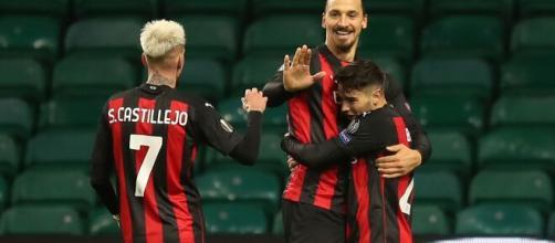 Brahim Diaz abbraccia Ibrhaimovic dopo il gol. Foto di: acmilan.com