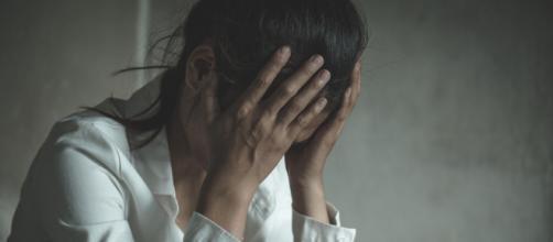 Homem estupra ex namorada, filma abusos e a obriga a dizer que 'merecia'. (Arquivo Blasting News)