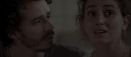 Ivana tem primeira noite com Cláudio com choro e lingerie rasgada. (Reprodução/TV Globo)