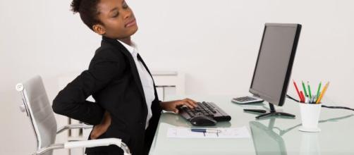 Má postura pode causar dores nas costas. (Arquivo Blasting News)