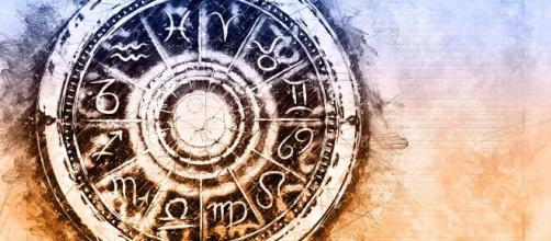 Oroscopo novembre: previsioni astrali interessanti per Cancro, Vergine sensuale.