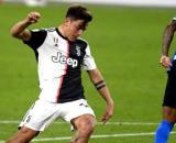 Paulo Dybala, con la maglia della Juventus, in azione contro l'Inter.