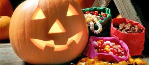 5 modi per festeggiare Halloween: dalla caccia al tesoro alla preparazione di pietanze a tema.