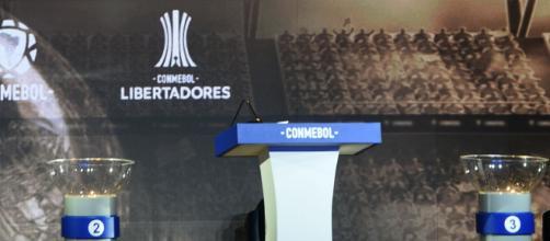 Às 12h desta sexta (23) foram sorteados os confrontos das oitavas de final da Libertadores. (Arquivo Blasting News)