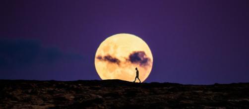 L'oroscopo di domani 28 ottobre, 1^ metà zodiaco: Luna in Ariete, Vergine 'sbanca' in amore.
