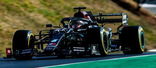 Lewis Hamilton domina e vince il Gran Premio di Portogallo.