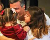 El emotivo reencuentro entre Leopoldo López y su familia, tras arribar este domingo a Madrid.
