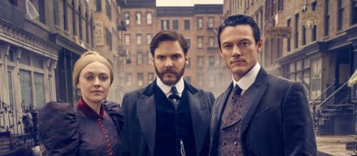 Dakota Fanning, Daniel Brühl e Luke Evans, os protagonistas de 'O Alienista: Anjo da Escuridão'. (Arquivo Blasting News)