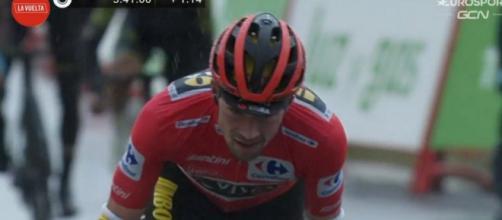Primoz Roglic in difficoltà nella sesta tappa della Vuelta Espana.
