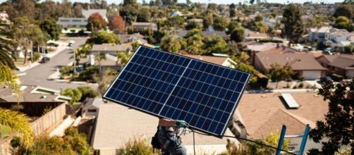 South Australia shores up power supply with solar energy. [Image source/7NEWS Australia YouTube video]