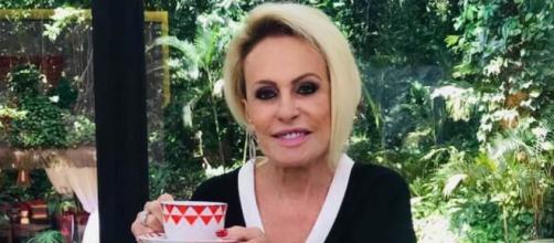 Ana Maria apareceu com gesso no 'Mais Você' após cirurgia. (Reprodução/TV Globo)