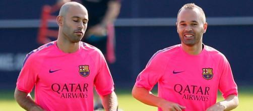 Mascherano e Iniesta estão atuando por outros clubes do exterior. (Arquivo Blasting News)