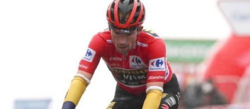 Primoz Roglic in difficoltà alla Vuelta Espana.