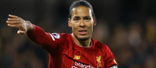 Van Dijk deve desfalcar o Liverpool. (Arquivo/Blasting News)