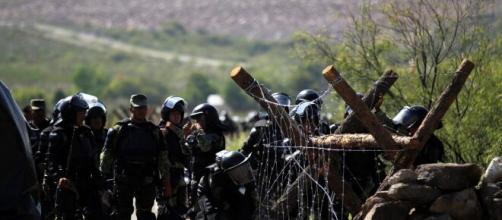 Detienen a 6 guardias nacionales por muerte de mujer en protesta. - com.py