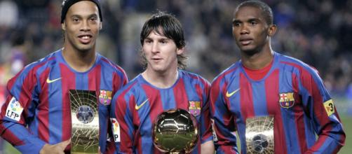 Em ano com Ronaldinho como o melhor do mundo, Messi foi eleito Golden Boy. (Arquivo Blasting News)